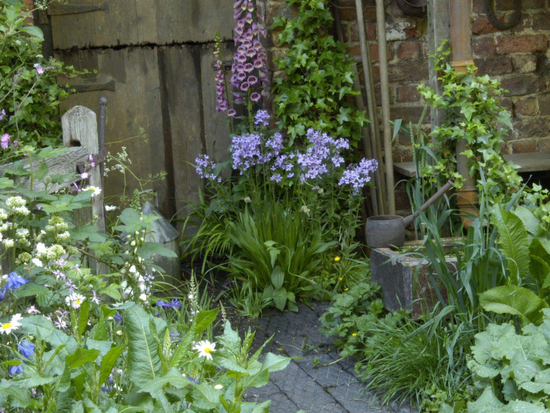 romantische Ecke im Cottage Garten Stil