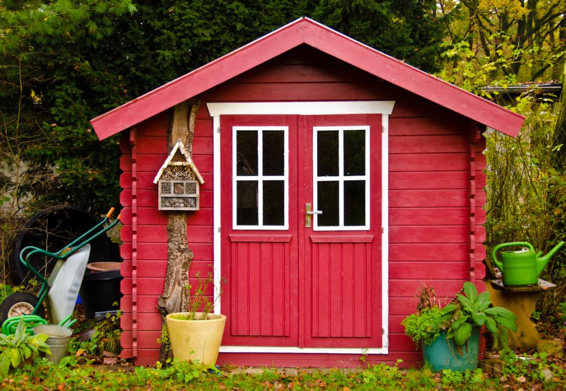 Farbenfrohes Gartenhaus